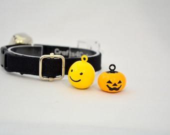 Stylish black or white cat collar