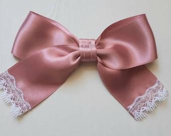 Bow ties: Satin