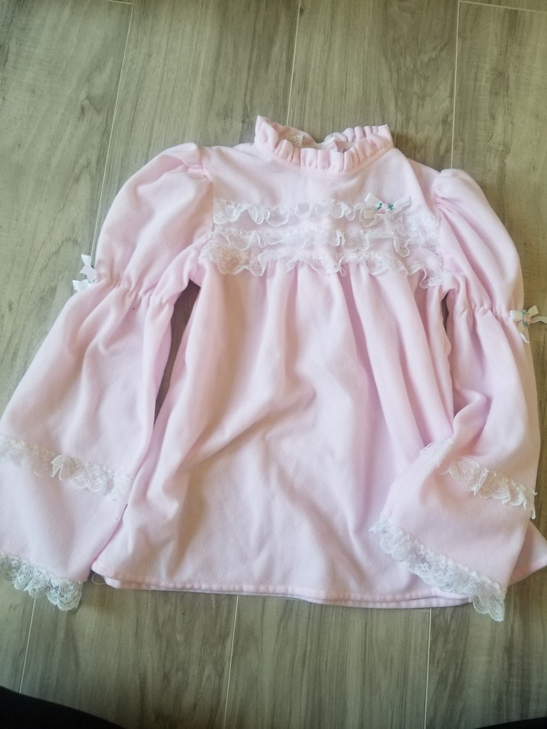 Ruffles Treasured Dreams Pink with white lace From the 70s Old fashioned Size 10 Vintage girls pajama top Shabby chic design