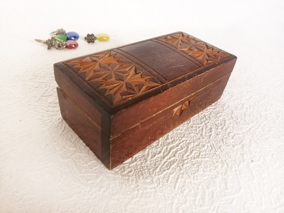 Wooden Small Heart Shaped Trinket Box Magnetic Closure Hinged Back 7 x 5 x 5 cm