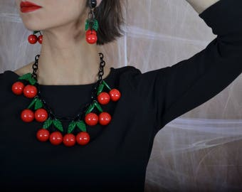 Red cherry fruit massive Vintage necklace