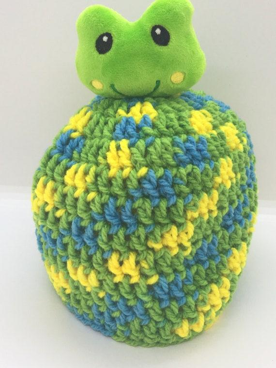 0304ef4efc55 Vert au crochet Bonnet avec peluche grenouille Topper   Etsy