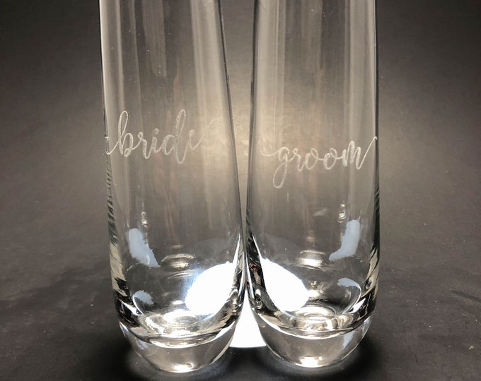 Bride and Groom Scroll Font - 10 oz Stemless Champagne Flute