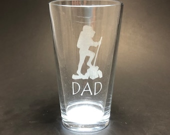 Hiker DAD laser etched - Etched Pint Glass