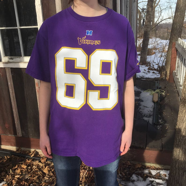 cd16b9c3 Vintage Vikings T-shirt Jersey {1990s MN Minnesota Vikings number 69 Allen  Size Medium Purple NFL 90s Sport Football Team Shirt Superbowl