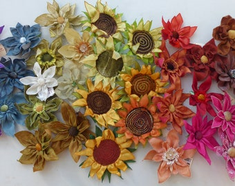 Large machine embroidered flowers, for hair or buttonholes. Textile bouttonieres or bouquets