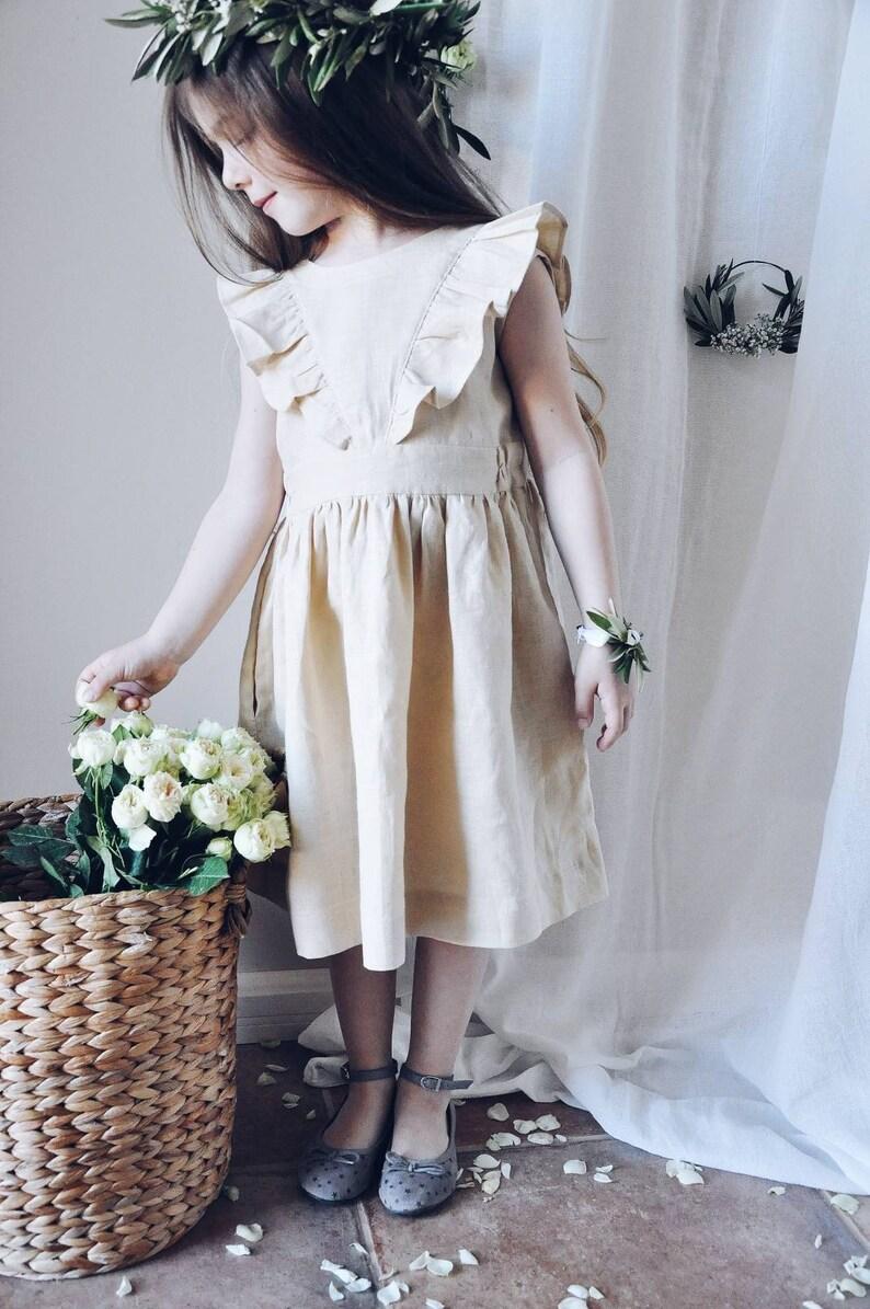 Blumenmädchenkleid aus Leinen