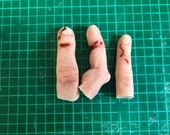 Damaged severed silicone finger, perfect for film, TV, stage, cosplay and Halloween.