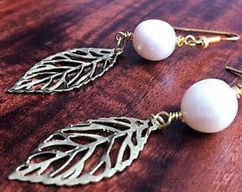 Golden leaves with pearls