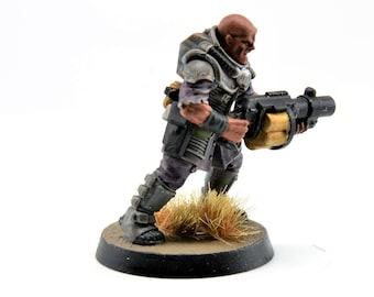 Gene Stealer Cult - 4th Generation Neophyte Hybrid with Grenade-Launcher and Pistol - Warhammer 40K (105-04)