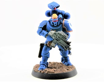 Space UltraMarine Incursor Battle Brother with Occulus carbine, bolt pistol, daggers, and grenades - WarHammer 40K  (107-09)