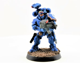 Space UltraMarine Incursor Battle Brother with Occulus carbine, bolt pistol, daggers, and grenades - WarHammer 40K  (107-10)