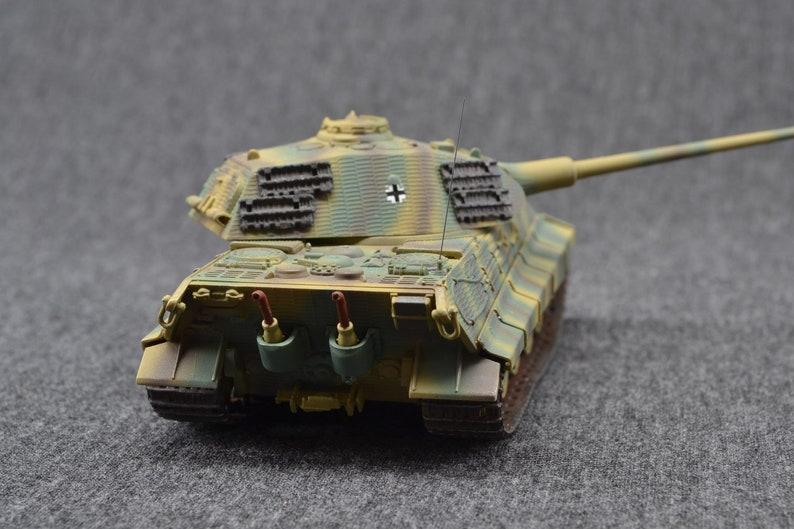 Tiger II Heavy Tank 1/72 w/ Porsche Turret German image 0