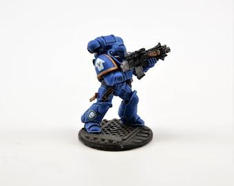Space UltraMarine Intercessor Battle Brother with Bolt Rifle and Pistol - WarHammer 40K - Miniatures Games Workshop (210-06)