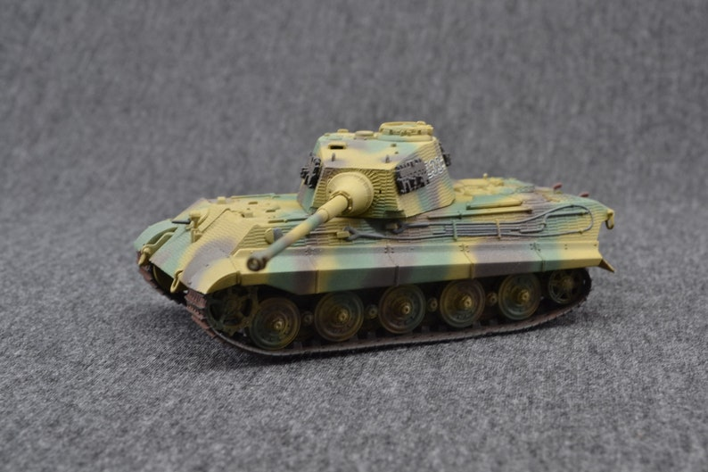 Tiger II Heavy Tank 1/72  w/ Henschel Turret German image 0