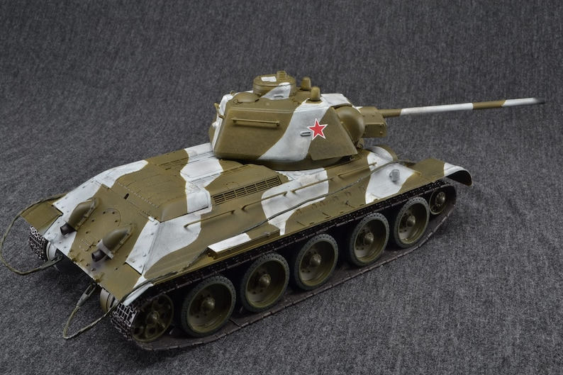 T-34/76 Medium Tank 1/35 Russian World of Tanks Wargaming image 0