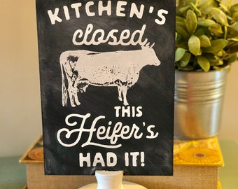 Rustic farmhouse wooden chalkboard sign from Glendi Designs features a Cow