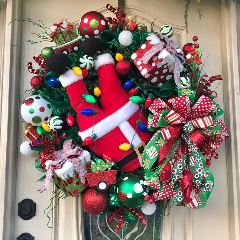 30 Large Christmas Traditional Santa wreath for your image 0