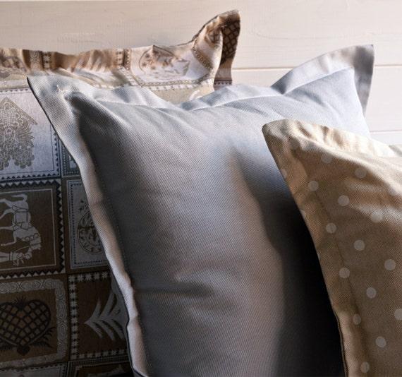 Set 3 decorative pillows neutral colors