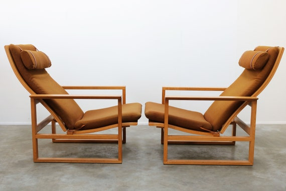 Rare Pair of Model 2254 Lounge Chairs by Børge Mogensen with Ottomans 1950s Wool Danish Design Oak Wool