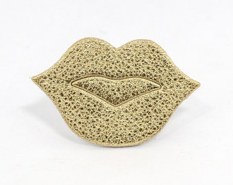"""Brooch leather mouth """"The Big Kiss"""" Golden made hand"""