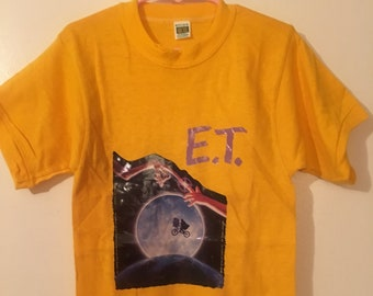 ET 1982 Boys Small Gold Russell Southern Company Gold T-Shirt