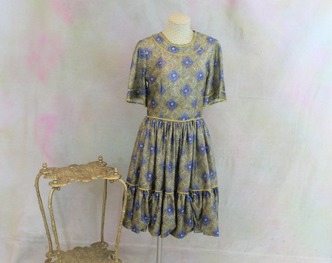 Prairie Style Metallic Print dress with Short Sleeves.  FUNKY Vintage Square Dancing Dress.