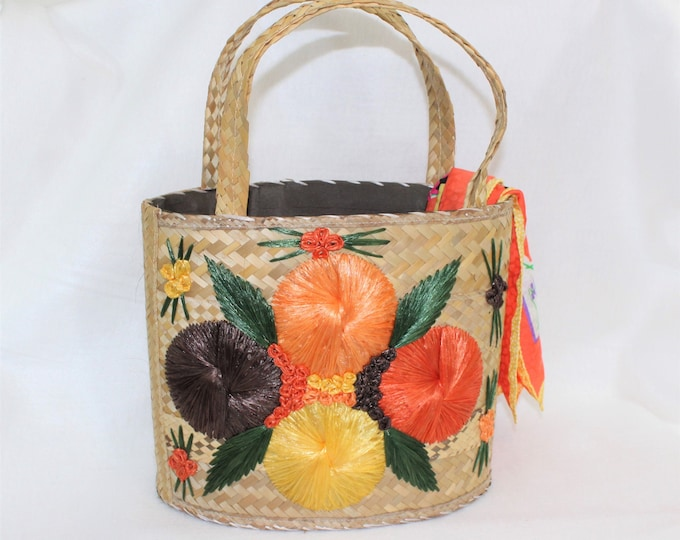 Vintage Summer Purse Tote.  Woven Straw  Purse orBag with Raffia Flowers.   Beach Bag.
