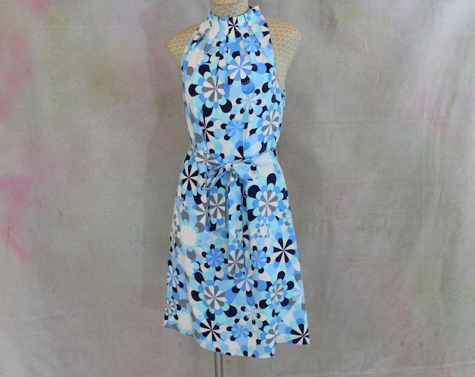 Summer Dress. Blue Daisy Silk Day Dress Size 6 by Designer Love Moschino.  Floral Belted Silk Dress Dress Size US 6  Euro 36-37.