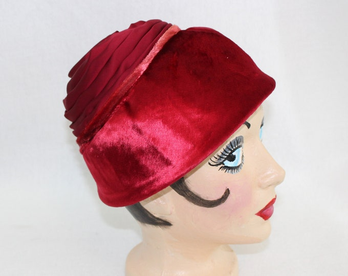 Vintage Red Woman's hat. 2 toned vintage style rosette hat circa 1950's by Milbrae Exclusives.  Mrs Maisel style millinery vintage red hat.