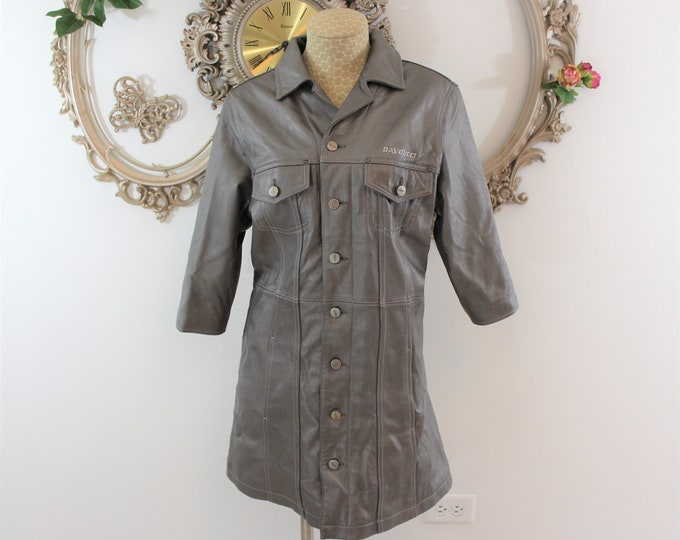 Women's Coat. Gray Leather DAVOUCCI vintage coat with 3/4 length sleeves.  Soft gray silver leather coat.  Measurements Listed