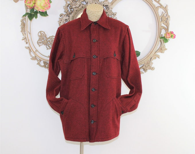 Red Woolrich Jacket Men's Size L see measurements listed.  Vintage Wool Blend Warm winter coat. Maccinaw Cruiser Shirt Style