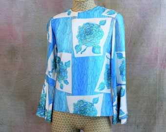 Women's Vintage Boho Top with Bell Sleeves.  Vintage 1970's MOD Blue Floral Top with Flared Sleeves. Hippie Chic blouse in Size Small.