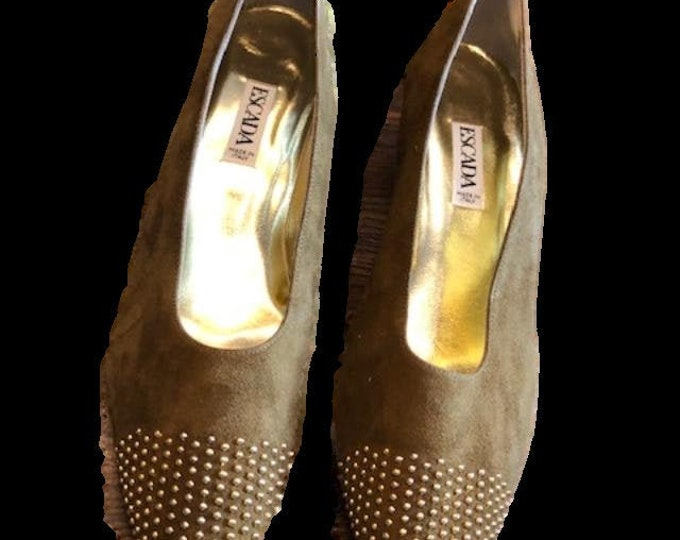 Escada Gold Embellished Suede Pumps Caramel color in size 11 AA Narrow width  Made in Italy