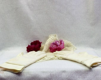 Vintage woman's off white gloves.