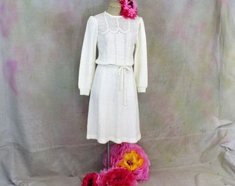 Vintage Woman's boucle knit dress Cream colored long sleeve dress Belted and form fitting Second wedding dress.