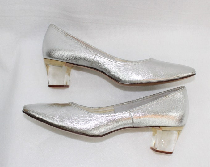 Women's silver Shoes in size 7 1/2 Narrow width.  Smartaire Leather Metallic silver shoes with clear chunky heels.