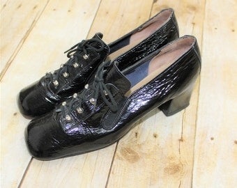 Women's Casual Shoes.  Patent Leather shoes. Black MOD Shoes with lace up detail In Size 7 1/2 AA Narrow width.