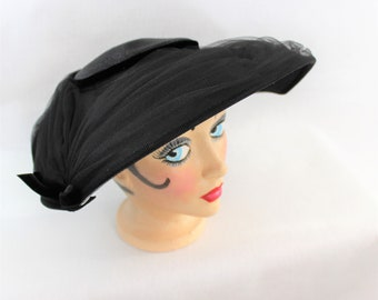1950's black Juli Kay Chicago woven Platter Hat with netting and velvet ribbon perfect for a Period TV or Movie. Mrs Maisel style