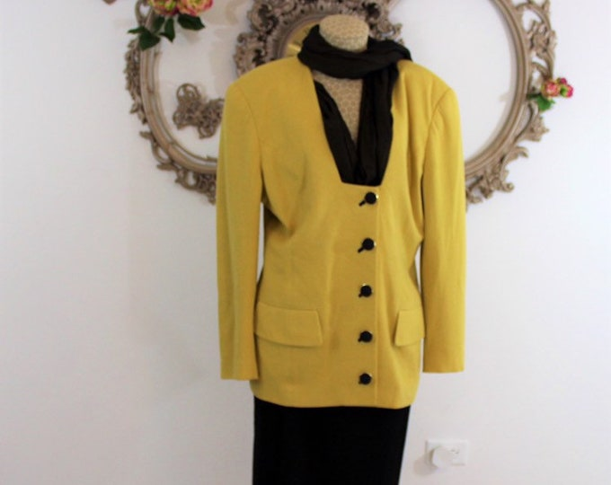 Peggy Jennings knit suit Size 14 yellow and black Designer to First ladies Attached self-scarf insert.