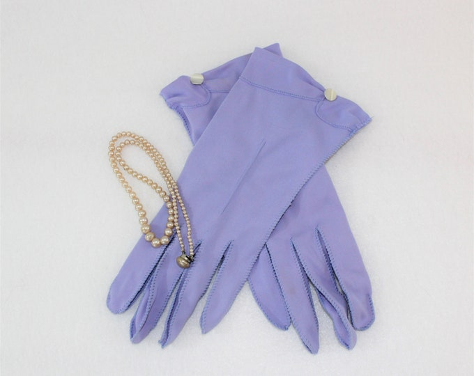 Purple Dress Gloves size 7 1/2, Vintage Stetson Gloves with pearlized button trim, Periwinkle Heather Wrist Gloves circa 1950's.