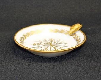 Vintage Limoges France Ashtray or Trinket tray in White and Gold Made of fine Porcelain.