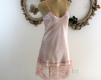 Vintage Lady Cameo Nightie. Size small, pretty in pink, lace lace bow.