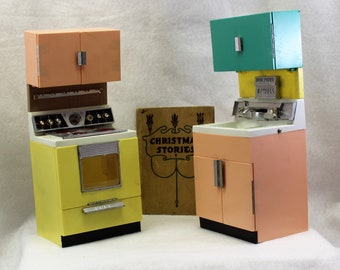 Vintage kids kitchen set by Deluxe Reading Corp.