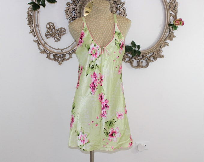 Designer Lingerie. Short Nightie by Oscar de la Renta night gown size small. Night gown with Floral design on a soft green background.