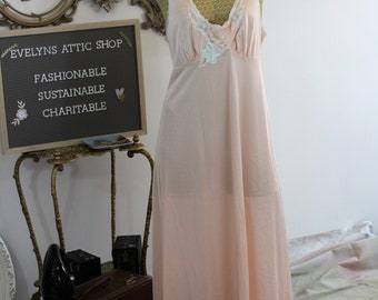 Lorraine pink size large long negligee.