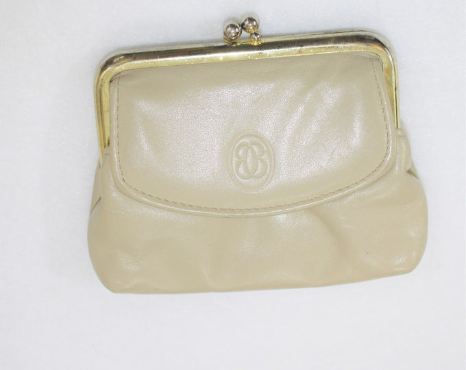 Leather Coin Purse.  Buxton Leather Coin Purse in Cream Color with Kiss Lock and additional snap compartment.  Small leather change purse