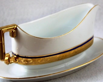 Beautiful hand painted  gravy boat.  This piece is made by Royal LB. It has 18 karat gold trim.