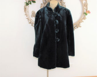 Green faux fur jacket Amazing Lined fake fur see measurements.
