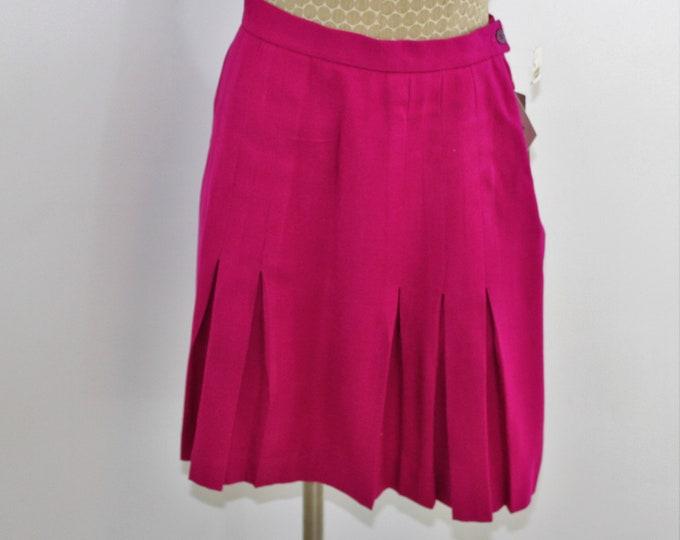 Jones New York pleated  wool bright pink skirt size 4.